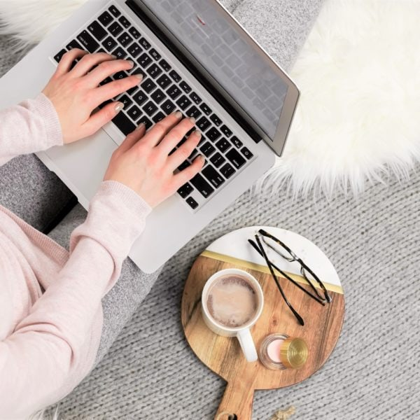 """Is investing in a self-hosted blog really worth it? The answer is """"YES!"""" Find out why here - 7 reasons to go self hosted with your blog. #bloggingtips #selfhostedblog #startablog"""